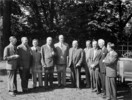 Titre original :  Rt. Hon. W.L. Mackenzie King, with the Premiers of the Provinces and the ministers of the federal Cabinet, at the Dominion-Provincial Conference on Reconstruction.